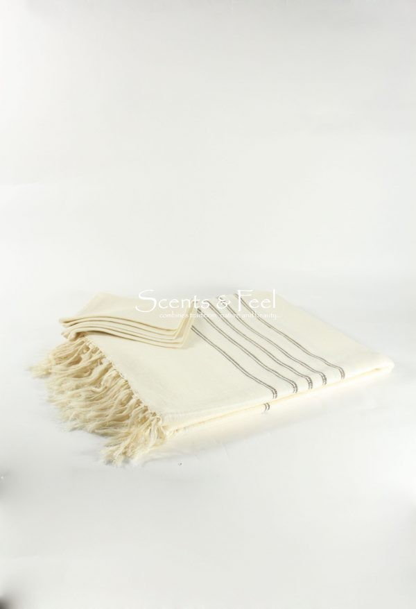 Set of Tablecloth with Metallic Stripes and its 12 napkins